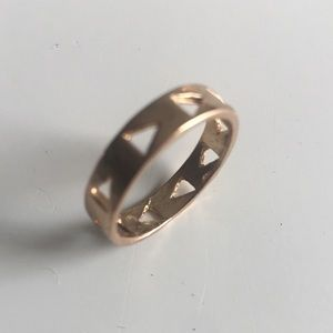 Gold color ring with cutouts. Excellent condition